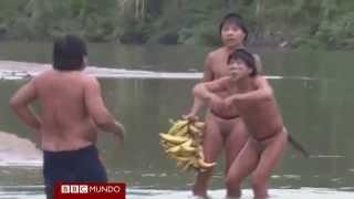 Extraordinario primer contacto de indígenas aislados del Amazonas - BBC Mundo