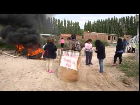 El Frente Darío Santillán protestaron en los accesos a la empresa Tortoriello copy