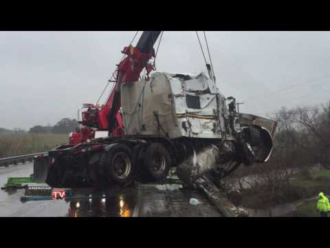 Texas Companies Team up to Recover Wrecked Tractor Trailer
