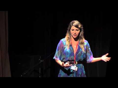Poder femenino encerrado en tacones: Ile Miranda at TEDxPenas