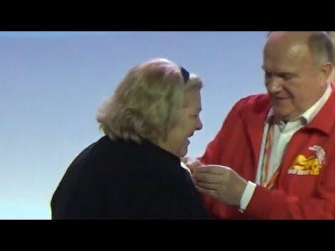 Che Guevara´s daughter Aleida Guevara receiving medal from Russian communist Gennady Zyuganov