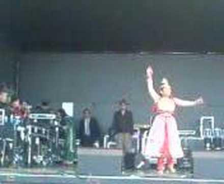 Shabnur dancing in bangla mela 2007 (Barking)