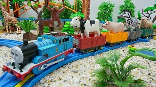 Thomas & Friends Toy Trains Animal Transporter for Kids - Train Toys for Children