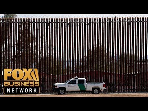 Nearly 1300 immigrants escape Mexican immigration facility