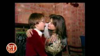 Repeat youtube video Demi Moore Passionately Kissing Boy (Full Video)
