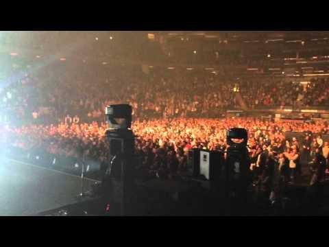 Stromae samuse avec le public du Madison Square Garden YouTube