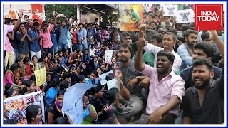 Exclusive Ground Report On Jallikattu Protests From Marina Beach