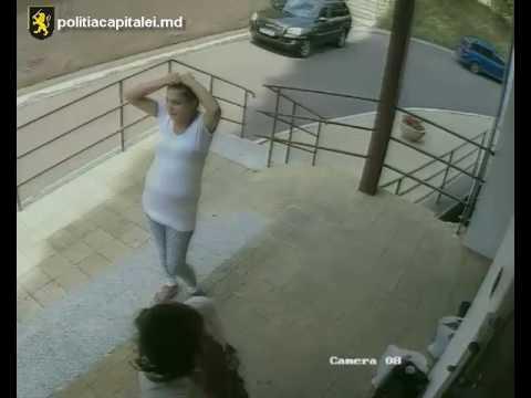Vezi pentru ce sunt căutate două femei de Poliţia Capitalei