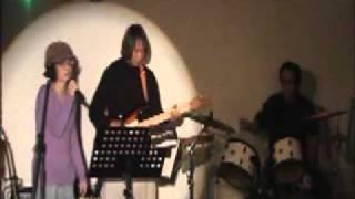 三重県四日市市を中心に活動する3Pバンド。ボーカルの水谷(OKO)は強烈...