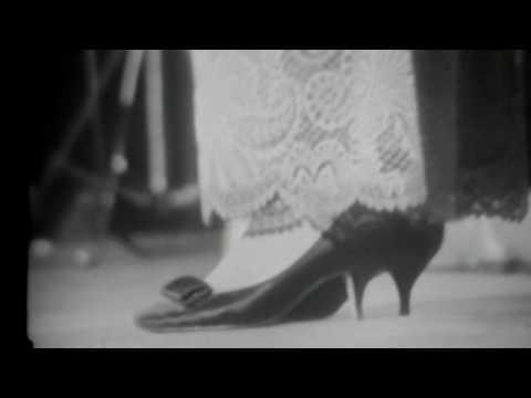 "Umm Kulthum ( أم كلثوم ) live; ""Baeed Anak"" (English subtitles)"