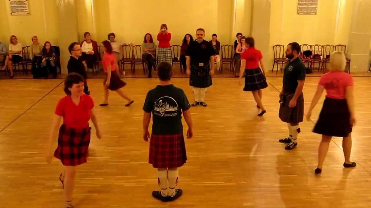 táncos, táncos hely)