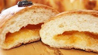 видео Как приготовить сдобные булочки с начинкой?
