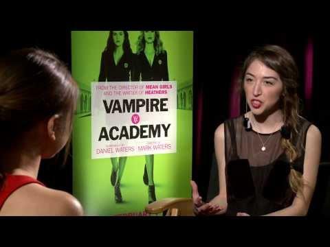 "Sarah Hyland talks Fangs, Fake Blood and ""Vampire Academy"""