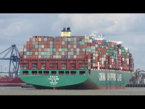 CSCL Globe swings off the berth with 3 tugs at Felixstowe 15th April 2017