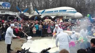 Ставрополь Масленица 2016. В парке Победы испекли гигантский блин