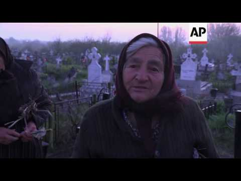 Romania's Orthodox Christians honour the dead