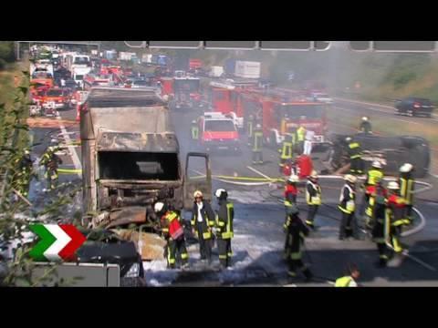 Schwerer Verkehrsunfall Auf Der A46 Am Autobahnkreuz Hilden Youtube