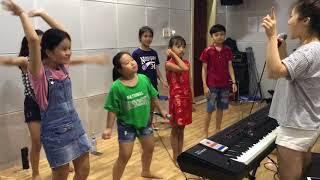 Hương Tràm tập hát cho team Tràm Bánh: Chiếc Bụng Đói - Tiên Cookie