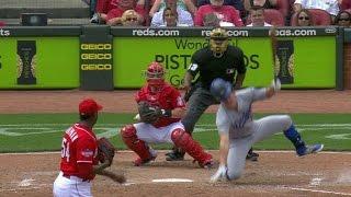 Chapman makes Hernandez fall down on swing