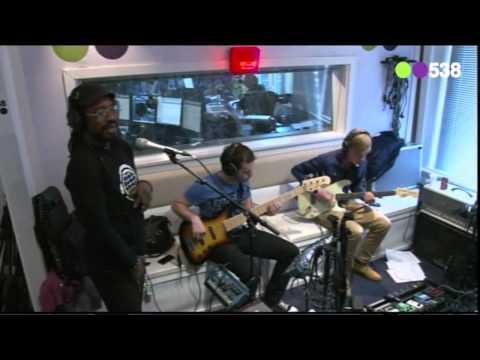 CB Milton - Try A Little Tenderness (live bij Evers Staat Op)