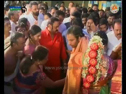 Guntur: YS Jagan attends YSRCP leader Gottipati Bharath's Marriage & blessed couple - 23rd Dec 2015
