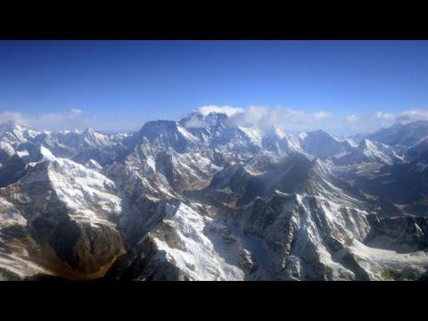 Nepal extends everest climbing permits