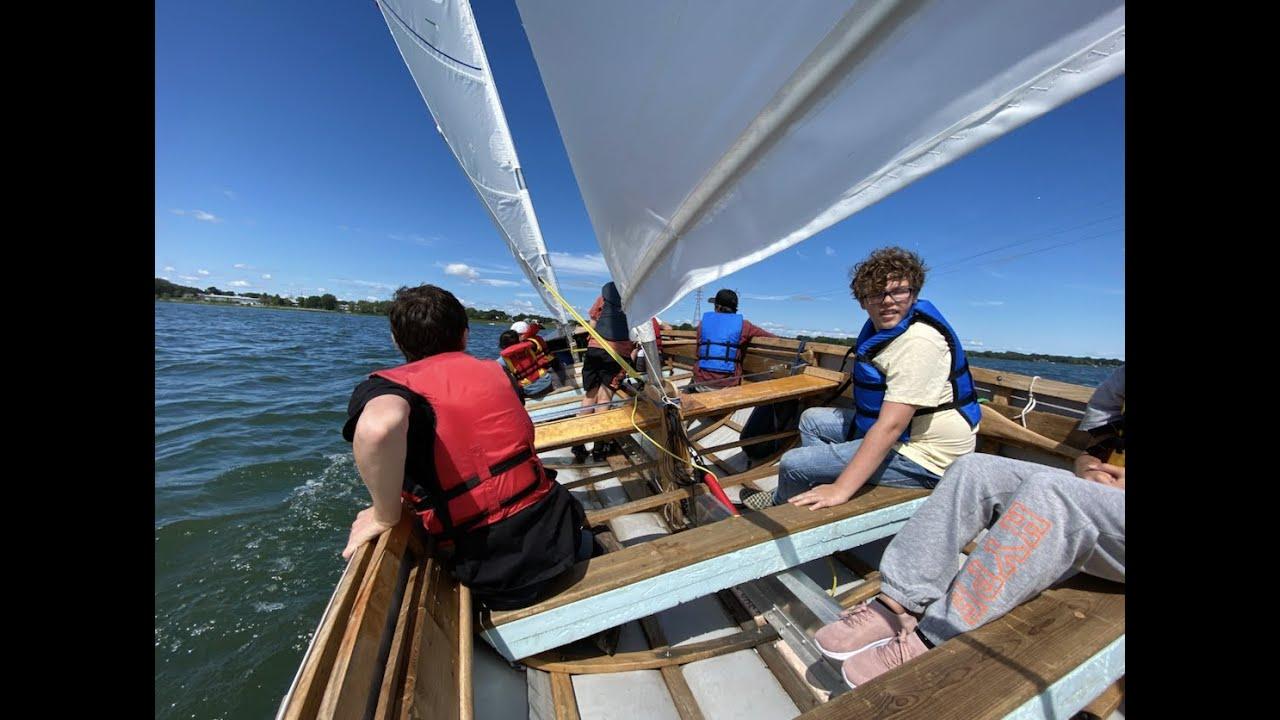 Camp de voile-aviron redonne ton fleuve aux suivants!