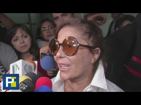 Alejandra Guzmán desató el caos con los periodistas a su llegada a un aeropuerto de México