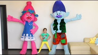 Sofia does Exercises for children's Head, Shoulders, Knees and Toes