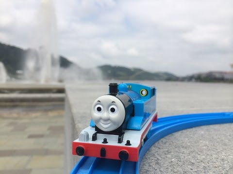 【tren de jucarii】Locomotiva Thomas şi Prietenii Sai de viagens para 25 cidades do mundo ( 01205 RO)