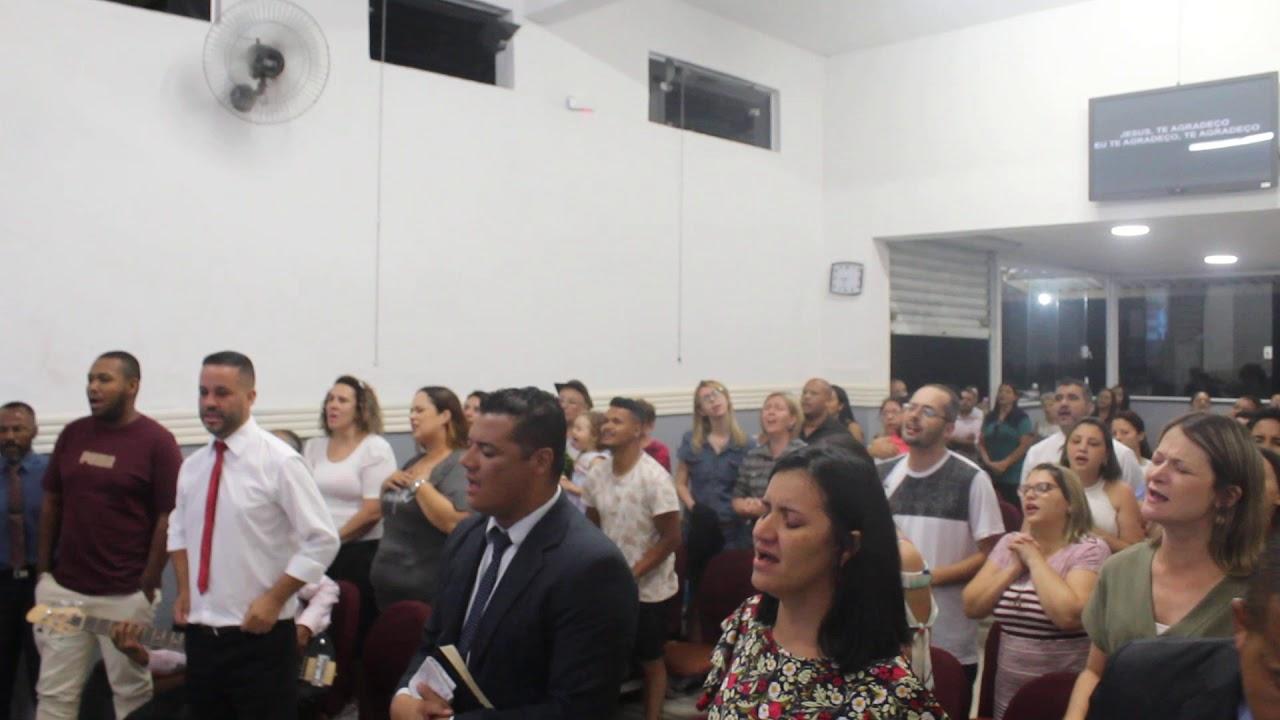 """ICPI Clube de Campo louvando """"Te agradeço"""" ao término de culto ao Senhor"""