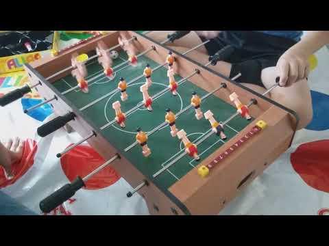 Игра в настольный футбол  с Владиком