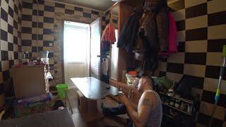 Делаю ремонт дома, устанавливаю двери.