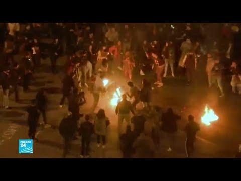شخص يحاول إحراق نفسه وسط المتظاهرين في بيروت  - 13:00-2019 / 12 / 9