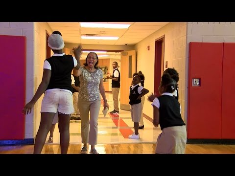 Wade Park students give teachers warm welcome back before school year begins