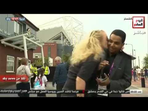 قبلة على الهواء مباشراً المراسل السوداني سكاي نيوز