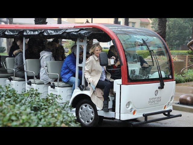 Goldie Hawn & Kate Hudson Take Over a WB Studio Tour