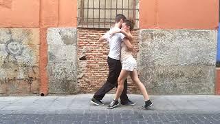 Algo de tango urbano por Madrid. Fernando y Marie Anne.