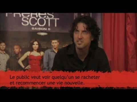 Mark Schwahn en interview vidéo : Le réalisateur des Frères Scott nous dit tout !