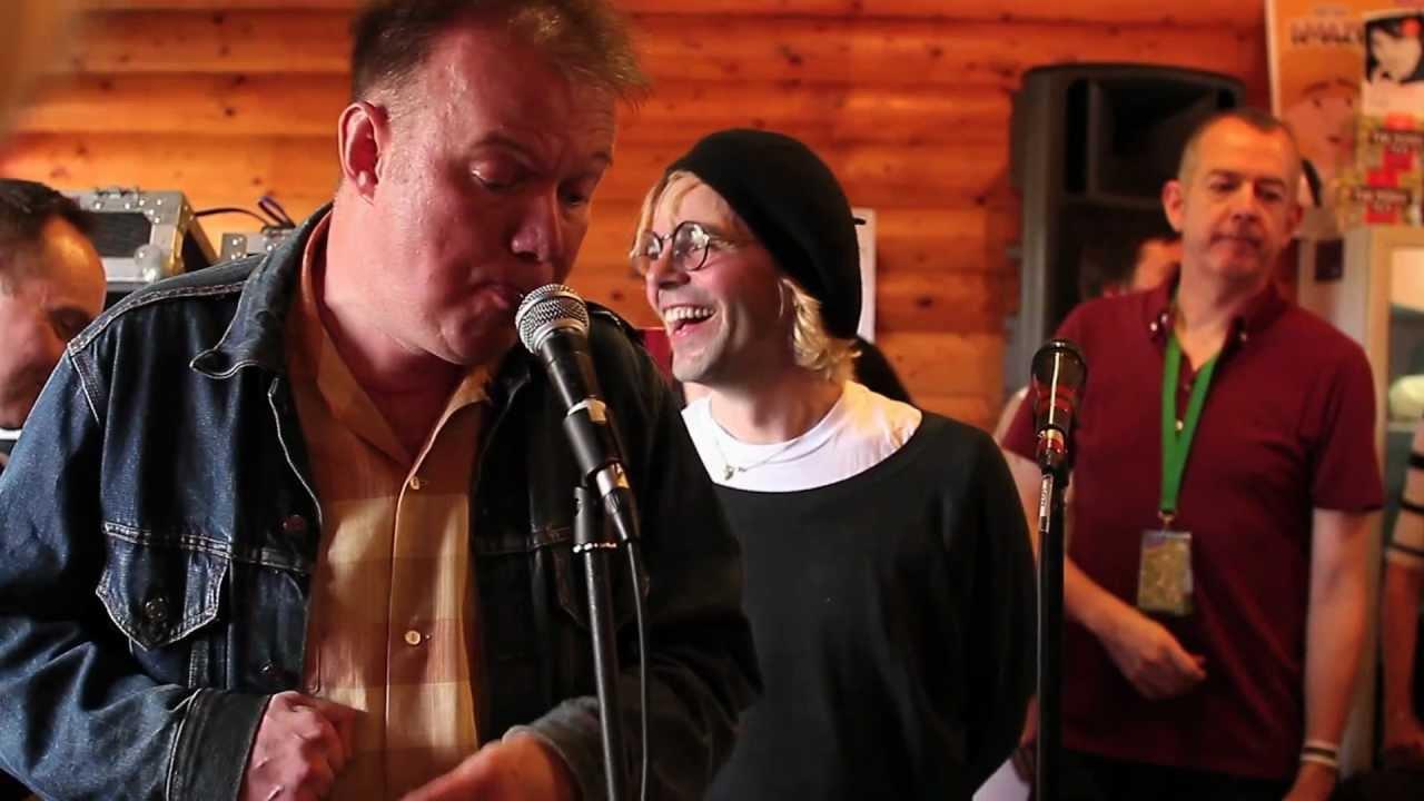 Edwyn Collins, Tim Burgess and Roddy Frame- A Girl Like You (At Tim ...