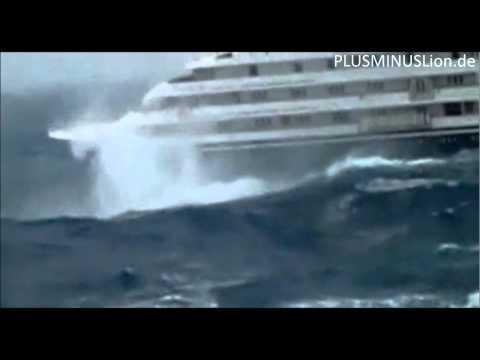 Riesige Wellen - Kreuzfahrtschiff in Not!