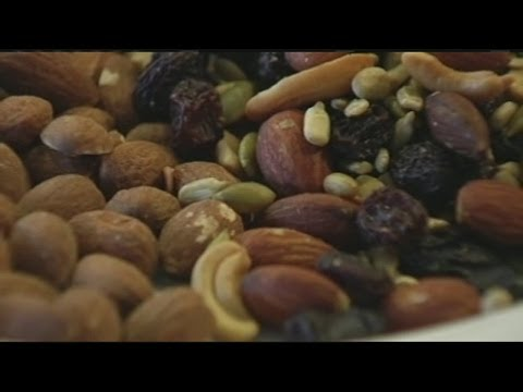 Eating nuts tied to lower risk of death
