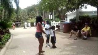 black lady goes crazy at sea world lol