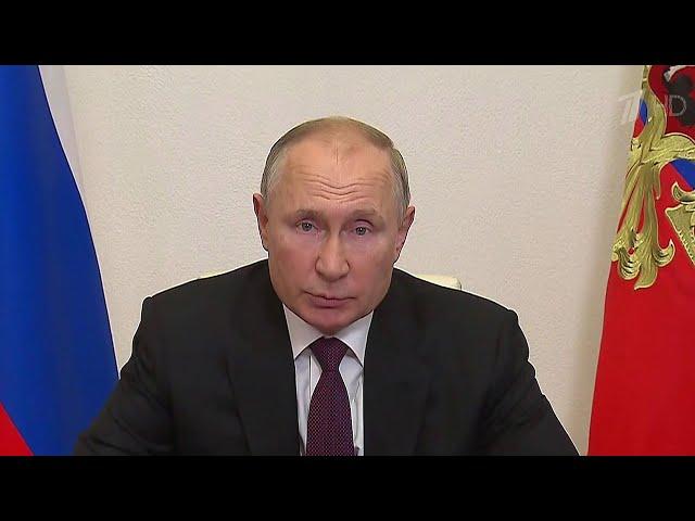 Президент провел оперативное совещание с постоянными членами Совета Безопасности РФ.