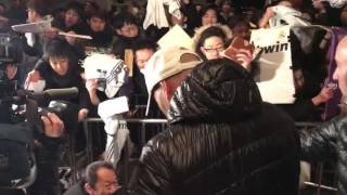 Zidane signs autographs for fans in Japan!