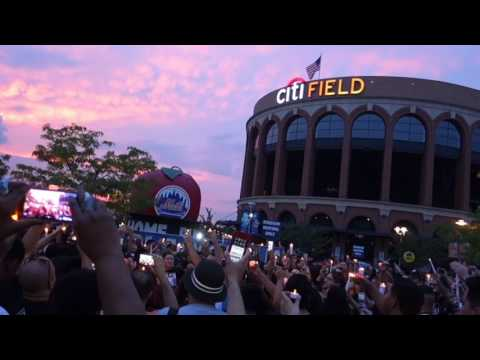 """Fans Sing """"One More Light"""" @ Citi Field, NY - Chester Bennington Tribute"""