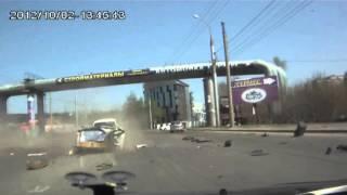 Toyota Mark II Тойоту разорвало на части в результате ДТП в Иркутске. Весна 2014 года.