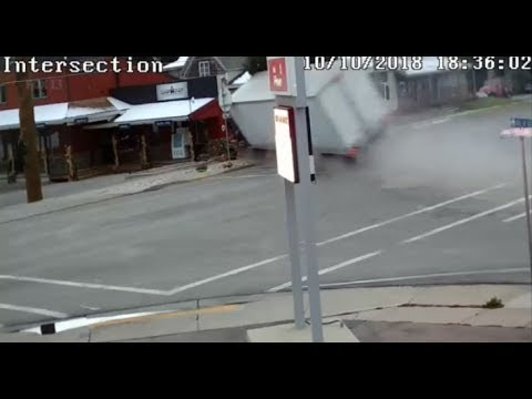 Must See Video Semi Truck Crashes Into Utah Storefront Youtube