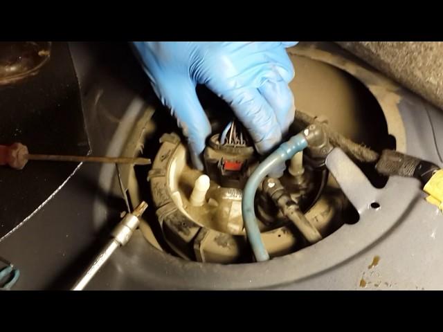 Polo Sedan - Замена фильтра грубой очистки в баке