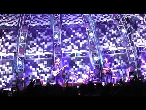 Chris Stapleton band introduction into TENNESSEE WHISKEY San Antonio,TX 10/20/17